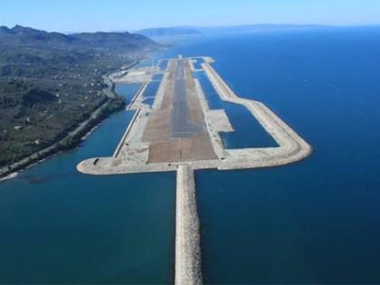 Turkijoje sėkmingai kyla pirmasis Europoje jūrinis oro uostas ant dirbtinės salos (Video)