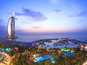 Prabangus poilsis Jungtiniuose Arabų Emyratuose viešbutyje ant jūros kranto!