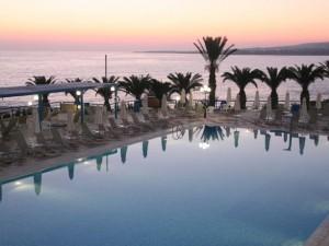 Atostogos Kipre labai gerai įvertintame viešbutyje ant jūros kranto!